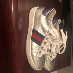 Silver metallic leather with blue leather gucci